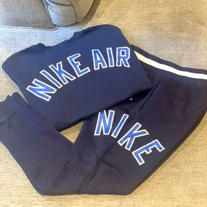 Nike sweater, pants set!